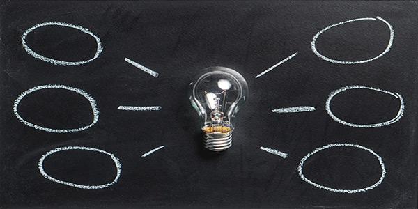 Ideen beim Brainstorming - Briefing ist Kommunikation